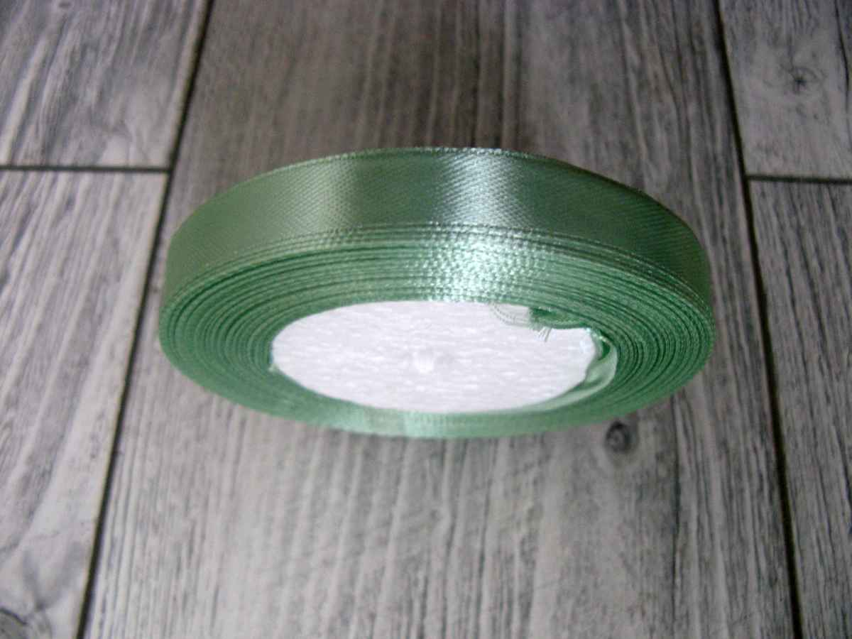 Saténová stuha zelená - Hemlock obr.1 - evkakvety-eshop.eu