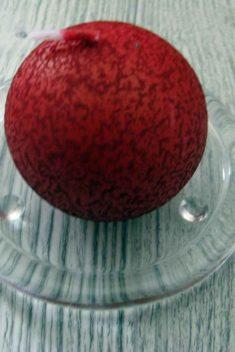 Sviečka guľa 6cm bordová s efektom kôry obr.1 - evkakvety-eshop.eu