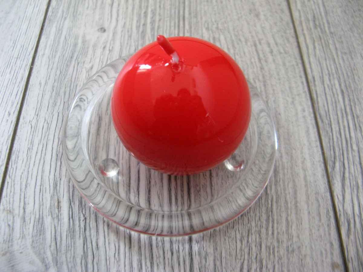 Sviečka guľa 6cm červená lakovaná obr.1 – evkakvety-eshop.eu