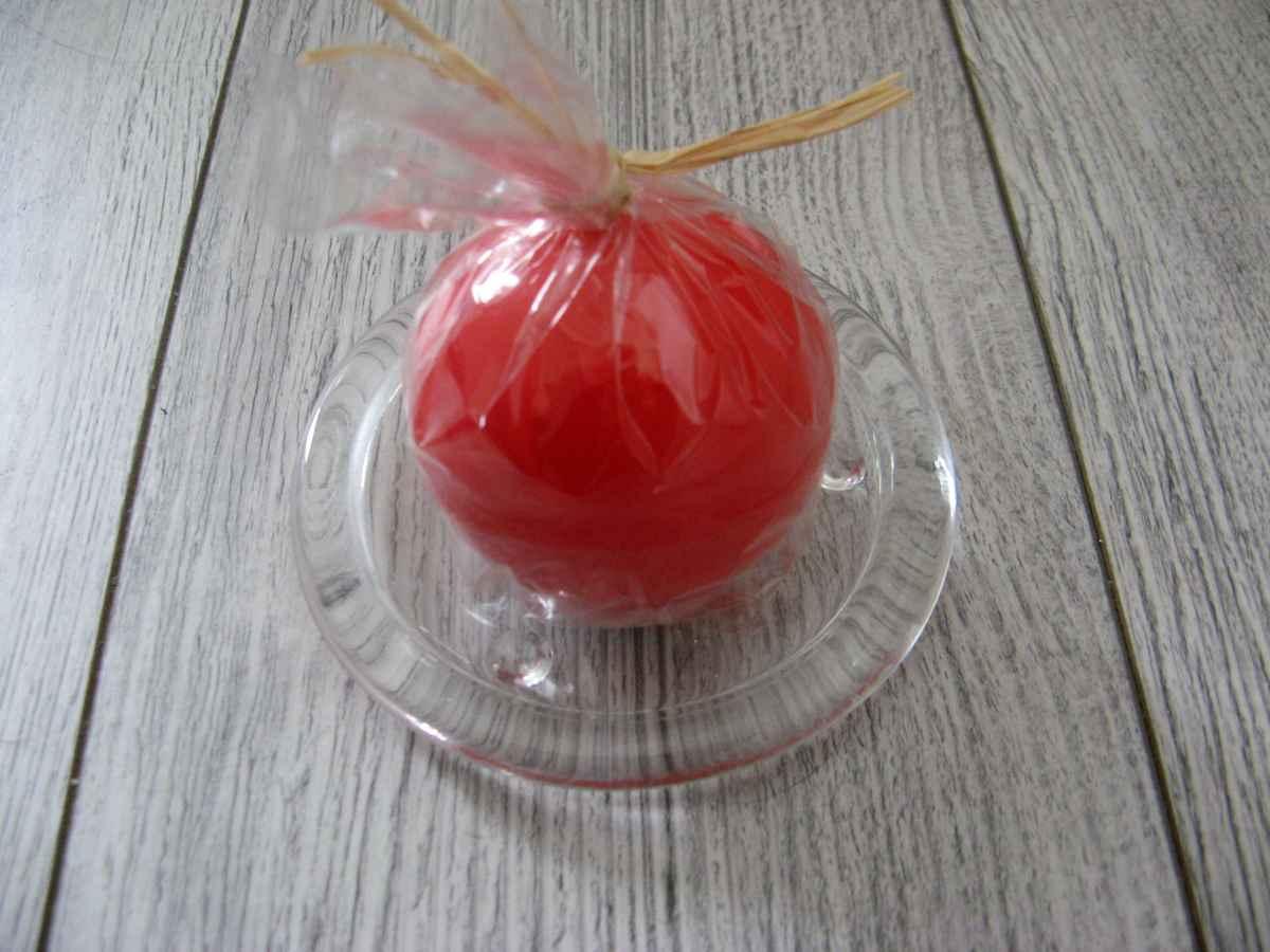 Sviečka guľa 6cm červená lakovaná obr.2 - evkakvety-eshop.eu