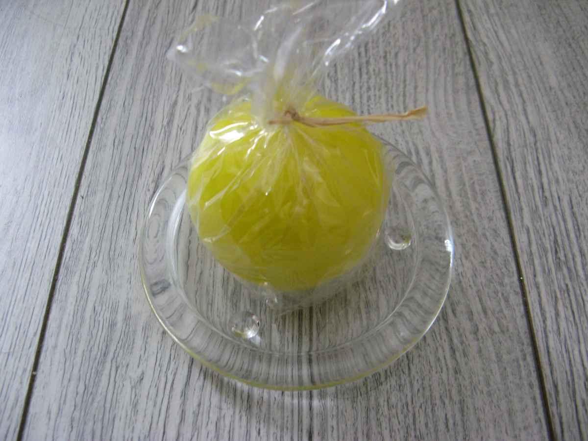 Sviečka guľa 6cm citrónovožltá lakovaná obr.2 - evkakvety-eshop.eu