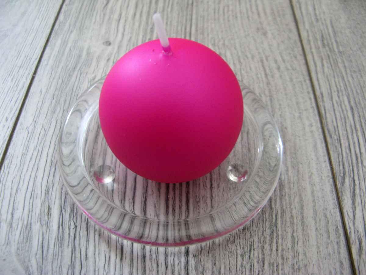Sviečka guľa 6cm cyklámenová matná perleť obr.1 – evkakvety-eshop.eu