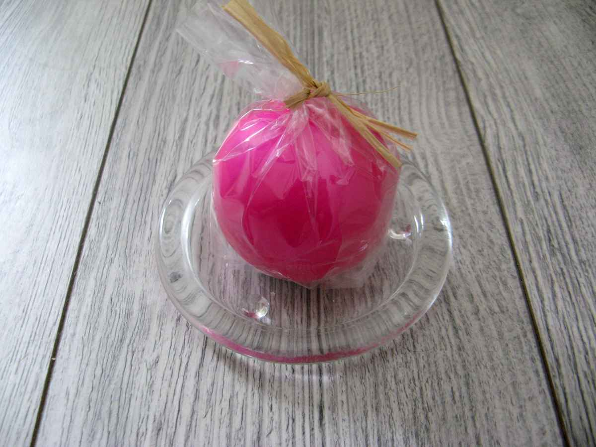 Sviečka guľa 6cm cyklámenová matná perleť obr.2 - evkakvety-eshop.eu