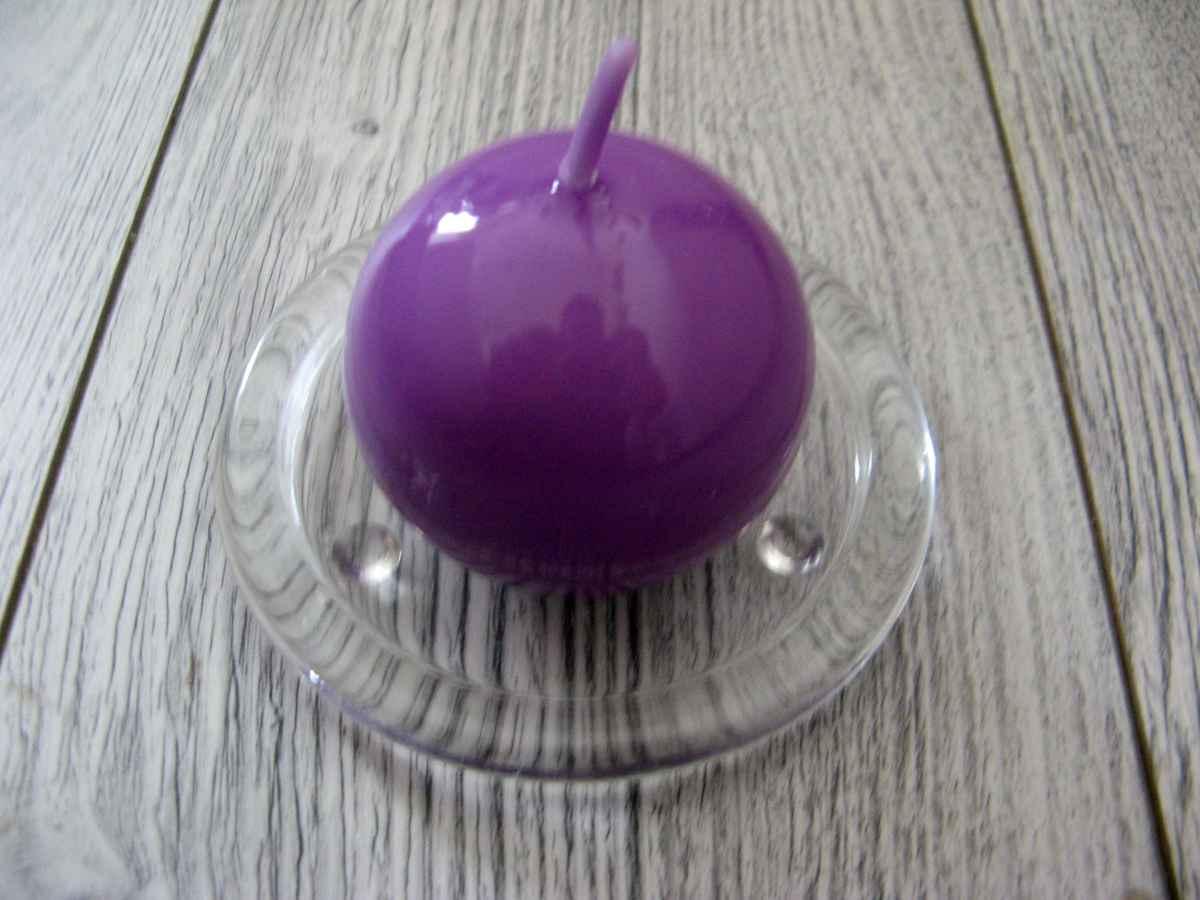 Sviečka guľa 6cm fialová lakovaná obr.1 – evkakvety-eshop.eu
