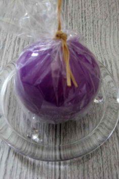 Sviečka guľa 6cm fialová lakovaná obr.2 - evkakvety-eshop.eu