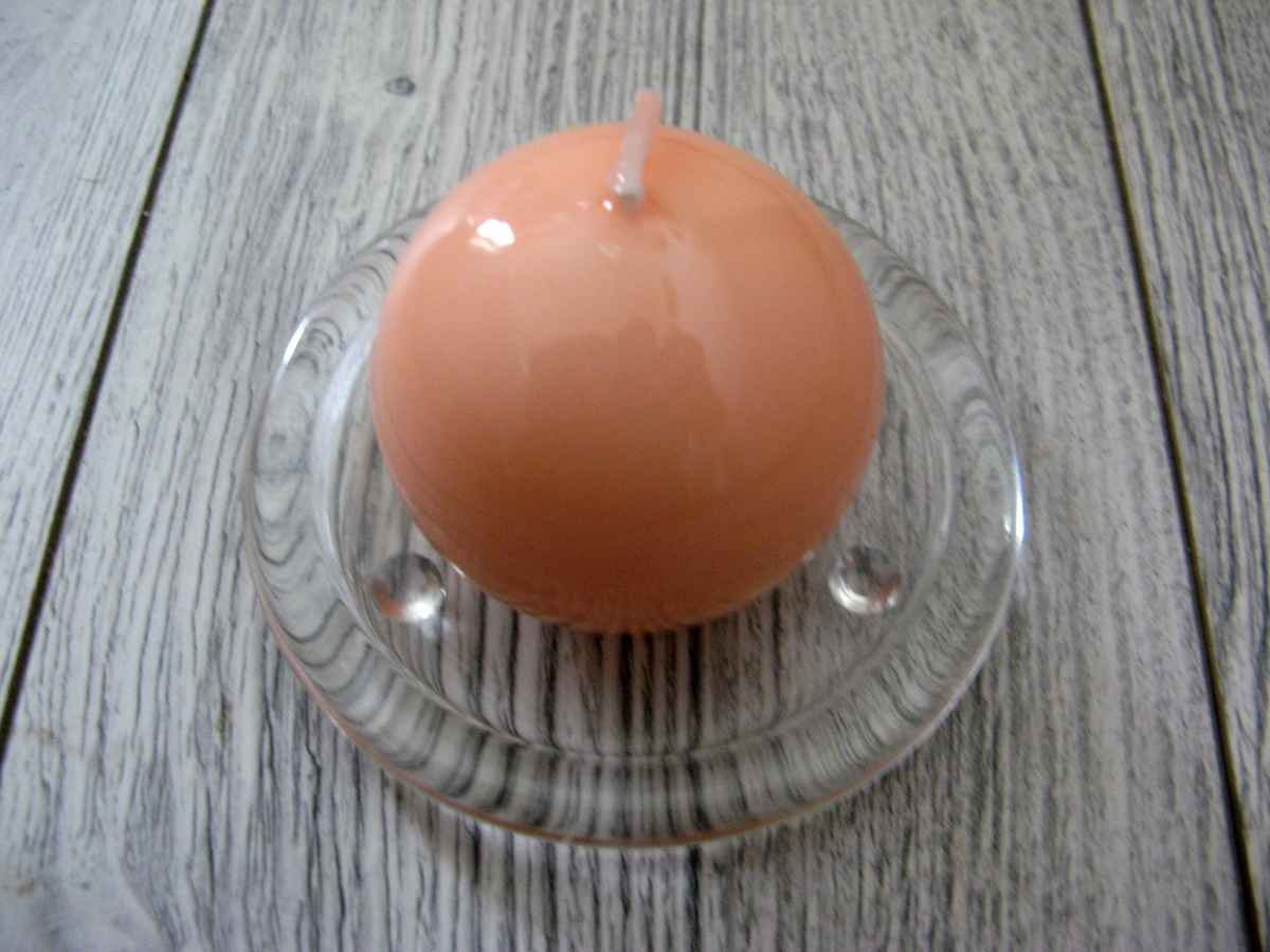 Sviečka guľa 6cm lososová lakovaná obr.1 - evkakvety-eshop.eu