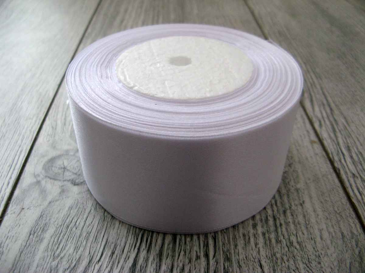 Saténová stuha biela – White 50mm x 32m obr.1 – evkakvety-eshop.eu