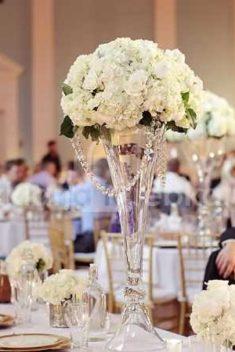 Sklenené vázy, svietniky, tácky