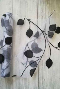 organza so zamatovou potlačou listy l. - bielo-čierna - evkakvety-eshop.eu