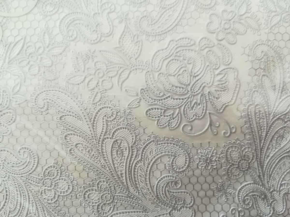 Reliéfna servítka s motívom čipky - perlovostrieborná - evkakvety-eshop.eu