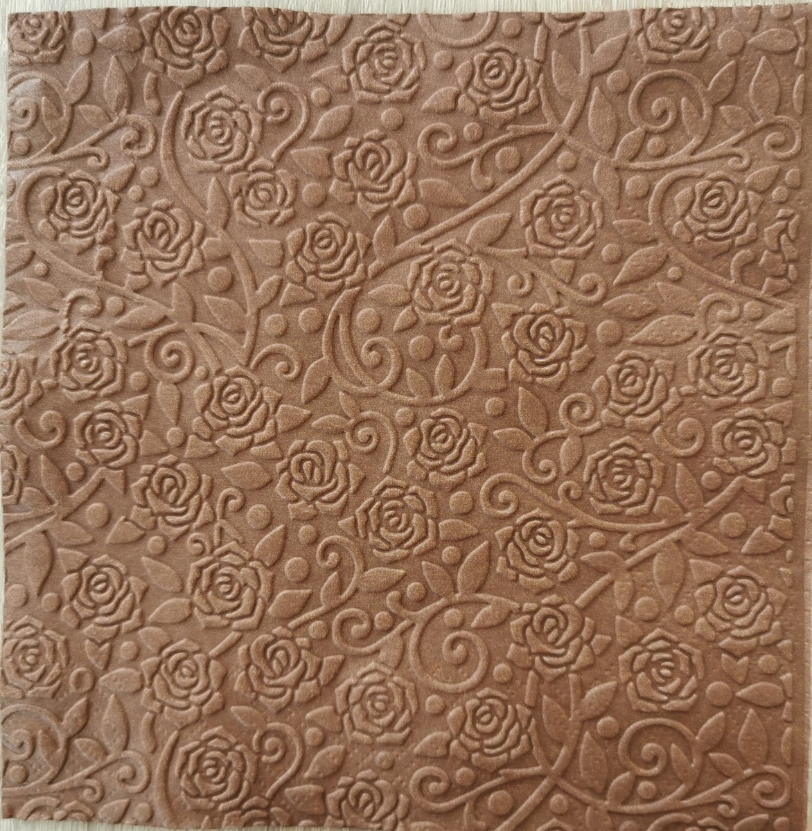 Reliéfne servítky čokoladovohnedé – Milk Chocolate 33x33cm – evkakvety-eshop.eu
