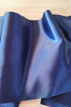Satén - atramentová - Inky Blue - 36cm - evkakvety-eshop.eu